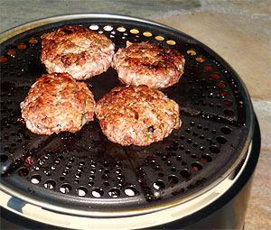 Burger braten mit dem Cobb-Grill