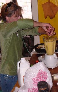 Milch-Eierguss für das Chili-Souflee