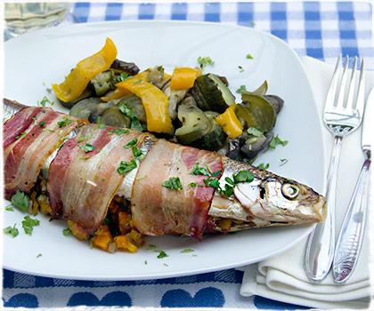 Pikant gef�llter Fisch vom Grill