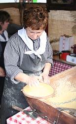 Maisfladen-Herstellung per Hand