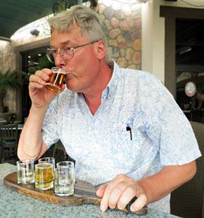 Harald bei der Bierprobe